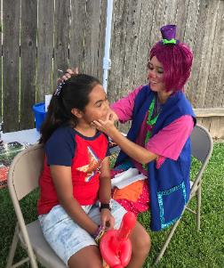 Clowns in Houston are always welcome at birthday parties to do face painting and balloon twisting.