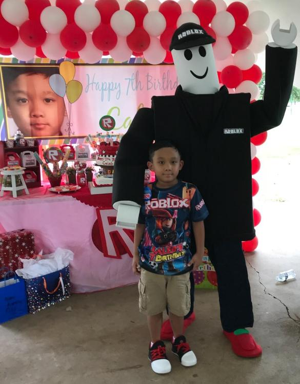 Rent this roblox mascot costumed character for your Houston kids birthday party with them games.