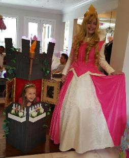 Hire our beautiful princess costumed character for you little girls next Houston birthday party celebration with excellent interactive games and super cool photo props in Houston, Texas area.