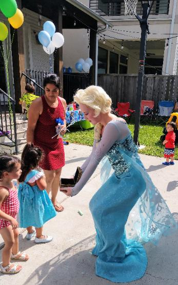 Rent our princess ice queen party character to pass out great prizes