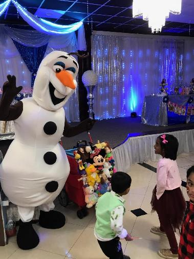 Invite this snowman mascot party character for great games like put your toys away game in Houston