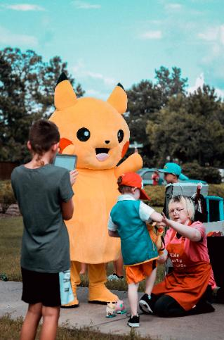 Rent a mascot costumed character for a kids birthday party withgreat costumes, games & photo props in Houston.