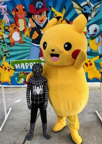 Rent a mascot costumed character for your Houston birthday party like this one with the Spiderman costumed friend