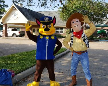Hire a greatbteam of mascot costumed characters for your next Houston area celebration if you want great6 costumes and great games.